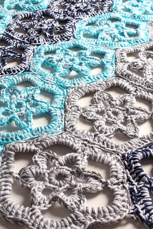 Crochet Stitches Net : Floral Path Doily Rug crochet pattern - Allcrochetpatterns.net