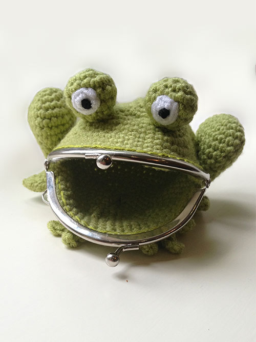 frog coin purse crochet pattern. Black Bedroom Furniture Sets. Home Design Ideas