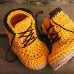 Woodsmen boots crochet pattern by Inventorium