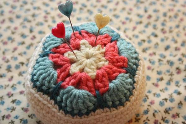 All Crochet Com : African flower pincusion - Free crochet pattern