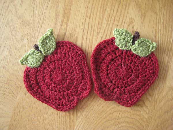 All Crochet Com : Apple Mug Rug - Free crochet pattern