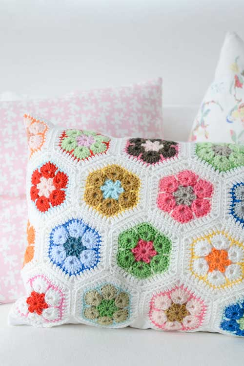 Free Crochet Patterns Flower Pillows : Beginners african flower - Free crochet pattern