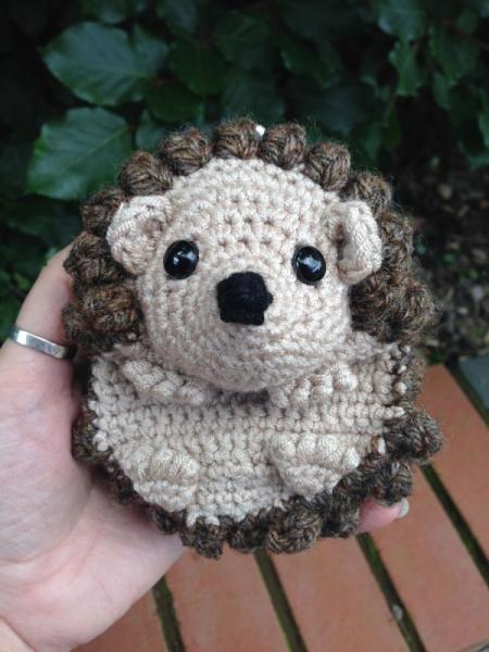 Hedgehog Coin Purse crochet pattern - Allcrochetpatterns.net