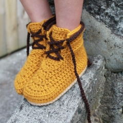 Woodsmen boots crochet by Inventorium