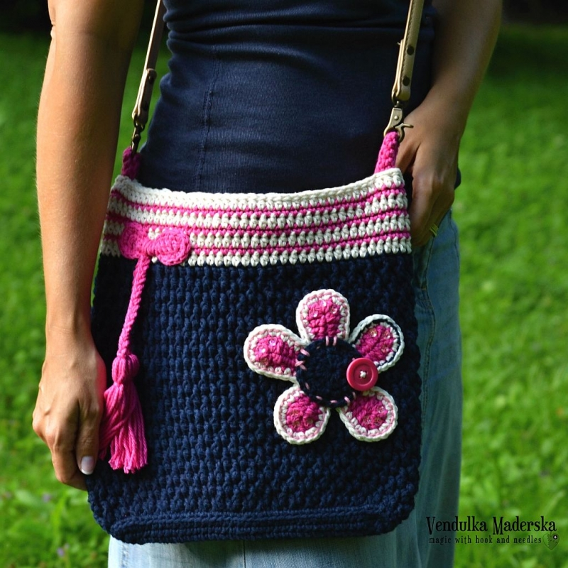 Crochet Crossbody Bag Pattern : Flower crossbody bag crochet pattern - Allcrochetpatterns.net