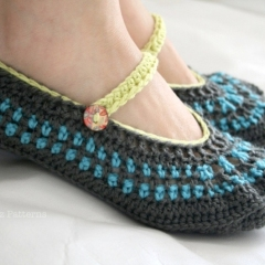 Mary Jane Slippers (adult) crochet pattern by Luz Patterns