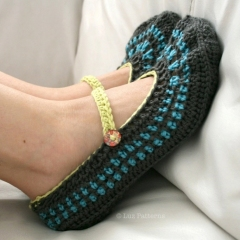 Mary Jane Slippers (adult) crochet by Luz Patterns