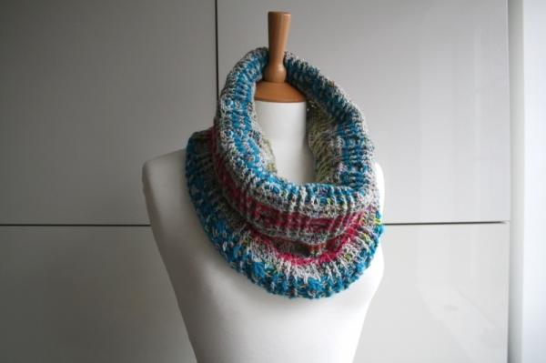 Plaid snood scarf crochet pattern - Allcrochetpatterns.net