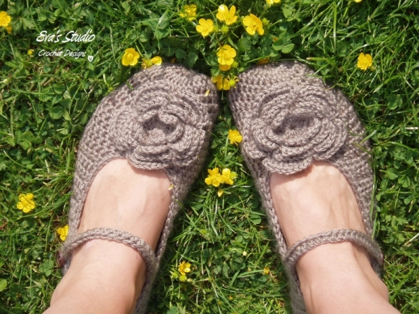 Mary Jane Slippers With Big Flower Crochet Pattern