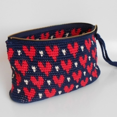 Hearts clutch crochet by Chabepatterns