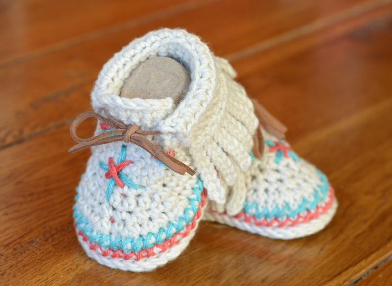 Baby Moccasin Shoes >> Baby Moccasin Shoes crochet pattern - Allcrochetpatterns.net