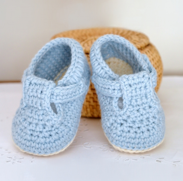 Classic T-Bar Baby Shoes crochet pattern ...