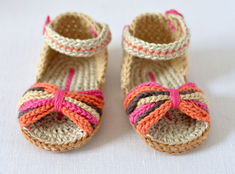 Free Crochet Pattern Baby Boy Vest : Paris Baby Sandals crochet pattern - Allcrochetpatterns.net