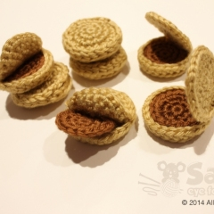 Dreidel & Coins crochet by eye for cuteness