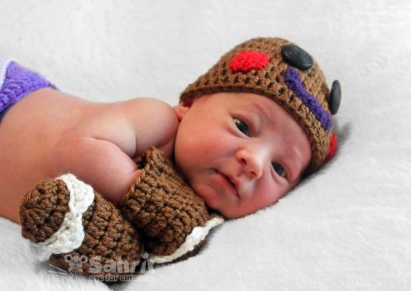 Free Crochet Pattern For Gingerbread Man Hat : Gingerbread Man Hat & Mittens crochet pattern ...