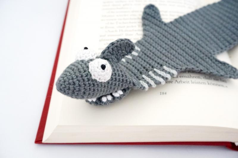Amigurumi Shark Keychain Crochet Free Patterns - Crochet & Knitting | 533x800