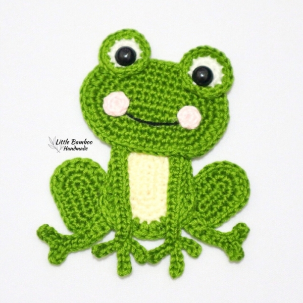 Amigurumi Crochet King Frog Pattern by Little Bear Crochets | 600x600