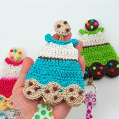 Cookie Dress Key Cozy crochet pattern by Emi Kanesada (Enna Design)