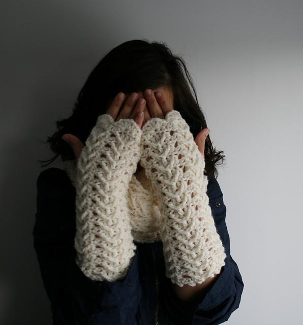 Cream Lace Arm Warmers Crochet Pattern Allcrochetpatterns