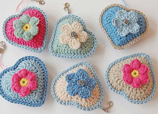 Little heart keychain - Free crochet pattern