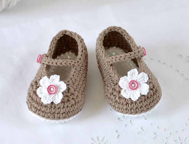 Crochet Baby Shoes Mary Jane Pattern : Mary Janes Baby Shoes crochet pattern - Allcrochetpatterns.net