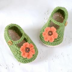 Mary Janes Baby Shoes crochet pattern by Matilda's Meadow
