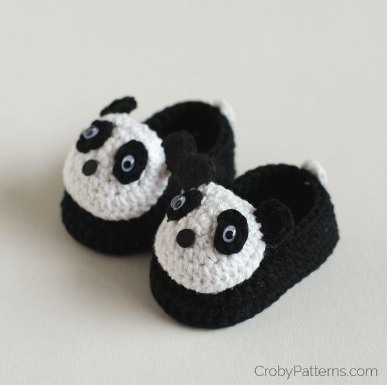 Panda baby booties - Free crochet pattern