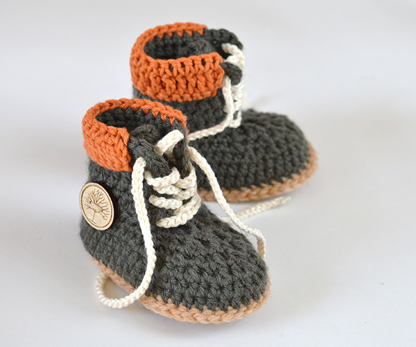 b3e87b98a955a Timberland style baby booties - Allcrochetpatterns.net