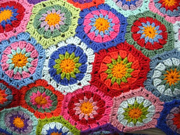 Lovely hexagon blanket - Free crochet pattern