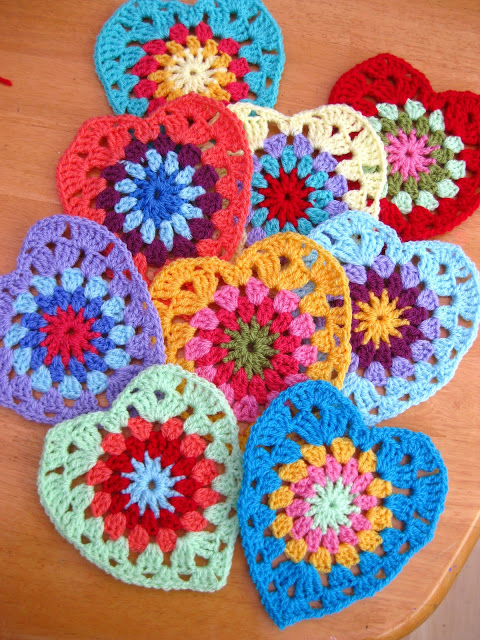 Crochet Granny Square Heart Patterns : Sunburst granny heart - Free crochet pattern